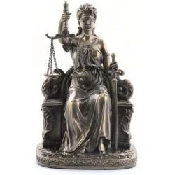 DIOSA DE LA JUSTICIA SENTADA